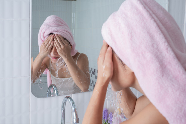 asian girl washes face 1150 12590
